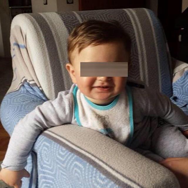 АПЕЛ ЗА ПОМОШ НА МАЛИОТ МАТЕЈ ПЕТРОВ  Само сплотени и хумани можеме да го спасиме животот на 15-месечниот Матеј од Скопје.  Дијагностицирана му е конгенитална малформација на ларинксот. Матеј не може да дише самостојно и секоја ноќ може да заврши кобно. Неговото семејство живее во постојан страв.  Малото момче мора да се оперира во Белгија. Операцијата е скапа и неговите родители не можат да си ја дозволат. Само за првичните испитувања, потребни се 11.000 евра.  Затоа, секој хуман граѓанин кој е во можност да донира, Ве молиме да го направи тоа.  Телефонски број за Донации од Т-Мобиле мрежата: 070/143-107  ВИП  мрежата 077/143-704  Сметка за донации МАТЕЈ ПЕТРОВ  210700000617347  Тутунска банка  Да го спасиме животот на малиот Матеј!  Повеќе информации на www.donacii.mk  #донации #хуманост #апел #помош #донирај #бидихуман