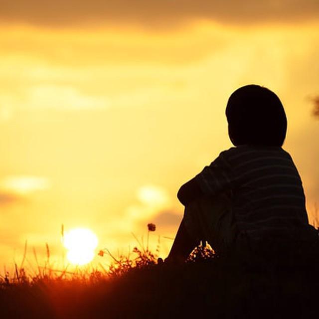 АПЕЛ ЗА ПОМОШ НА ВИКТОР АНГЕЛОВСКИ  Да помогнеме, едно дете кое веќе 5 години нема среќно детство, да му овозможиме во иднина да има среќен живот како и сите негови врсници.  Виктор Ангеловски има 13 години.  Пред четири години го прегазил камион и сега има проблем и деформитет на нозете. Се лекуваше една година во Скопската Градска Болница, но не мкомплетно успешно. Најголем проблем кој се уште го има е со левата нога, каде нема мускули и има лак на виткање од само 30%. Решение за негиовиот проблем е најдено ов Русија, каде со Лизардов метод треба да му се вградат фиксатори за исправување на деформитет и продолжување на ногата. Но за тсс операција се потребни поголеми средства, кои семејството не е во можност само да ги обезбеди.  Контакт со семејството на 078 208 996  Донациски број од мрежата на VIP: 077 143 250  Донациски број од Т-Мобиле :070 143 106  Да помогнеме, едно дете да има среќен живот!  Жиро сметка за донации, 210501677631927 НЛБ ТУТУНСКА БАНКА  #донации #хуманост #апел #помош #донирај #бидихуман